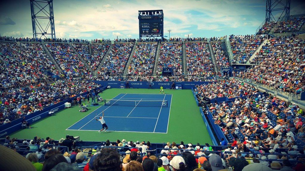 Arena med tennisplan